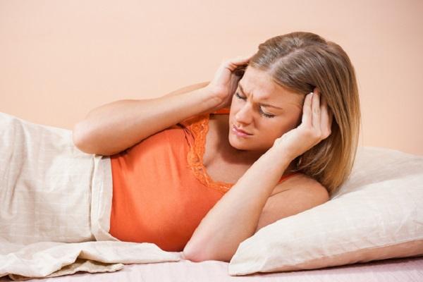 لماذا تعاني المرأة من الصداع أكثر مرتين من الرجل؟