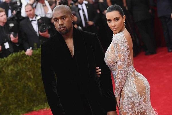 كارديشيان وفستان يبرز مفاتن الجسد بعيدا عن ابراز الصدر