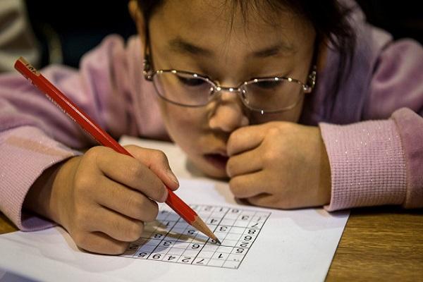 علاج الصدمة الكهربية يزيد سرعة القراءة لدى الأطفال المعسرين