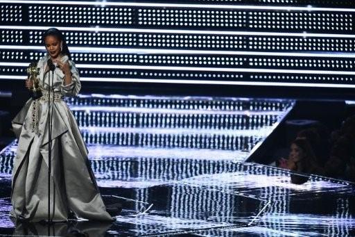 ريهانا تقتحم عالم الموضة مجددا