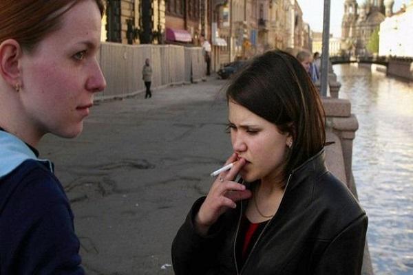 روسيا تسجل واحدة من أعلى معدلات التدخين في العالم، إذ يمثل المدخنون نحو 40 في المئة من السكان