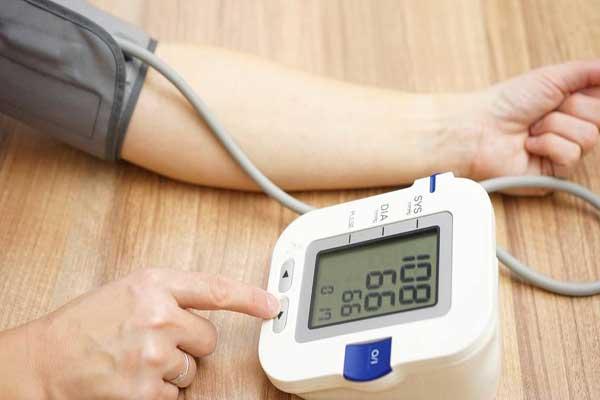 دراسة توصي بتناول حبوب خفض الضغط في آخر النهار
