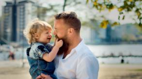 إتش آند إم تشجع الآباء حول العالم على التحدث إلى أطفالهم