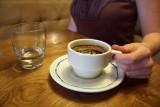 تناول الشوكولاته وشرب الشاي أو القهوة مع الزنك .. سر إطالة العمر !