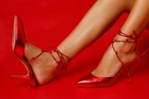 كاترين حنا تكشف عن أحدث أحذيتها في دبي
