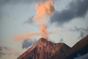 بركان ال فويغو القريب من عاصمة غواتيمالا يثور مجددا