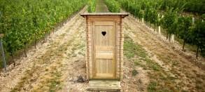 مرحاض في أرض زراعية للاستفادة من الادرار البشري