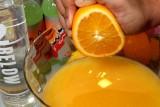 تناول عصير البرتقال يومياً يحد من خطر الإصابة بالخرف !