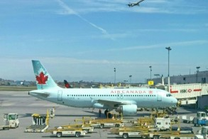 كندا تعد المسافرين جوّاً بتعويضات كبيرة إذا تأخّرت رحلاتهم أو فقدت أمتعتهم
