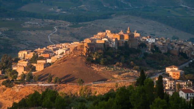 بلدة سامبوكا في جزيرة صقلية الايطالية