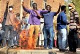 مظاهرات السودان: الأمن يفض اعتصاما شارك فيه الآلاف إثر مقتل طفل وطبيب في الخرطوم