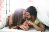 تبادل النكات بين الشريكين يحمي الزواج من الانهيار