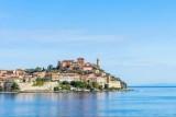 جزيرة ايطالية تعد زوارها باسترجاع أموالهم حال هطلت الأمطار هناك !