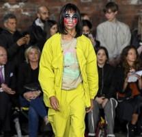 الجرأة والألوان .. عنوان عروض الملابس الرجالية في لندن