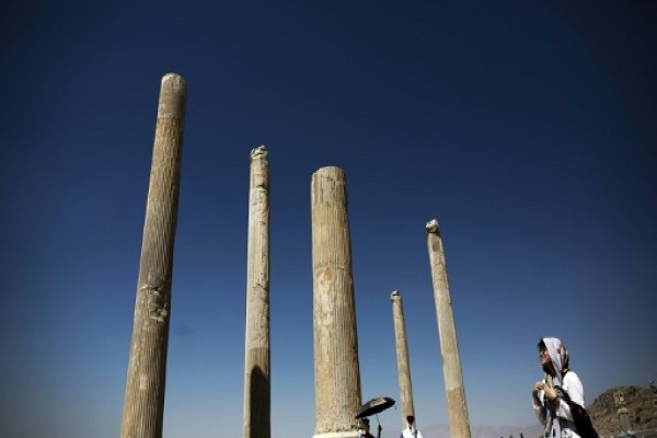 موقع يزد الاثري قرب شيراز. ويعتبر احدى من المقاصد التي تستقطب السياح موقع يزد الاثري قرب شيراز. ويعتبر احدى من المقاصد التي تستقطب السياح