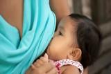 مادة في حليب الأم الطبيعي تساعد على مكافحة السرطان!