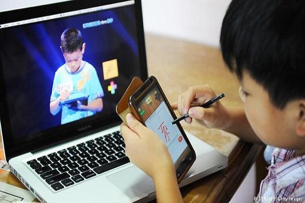 تأثير مواقع التواصل الاجتماعي على الاطفال