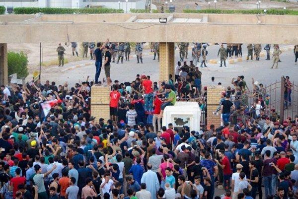 اعتصام جماهيري أمام مقر الحكومة المحلية في البصرة