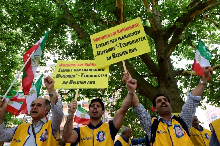 نشطاء من المعارضة الايرانية يتظاهرون في برلين للمطالبة بتسليم مشتبه به في خطة اعتداء على المعارضة