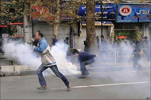 محتجون إيرانيون في وسط العاصمة طهران