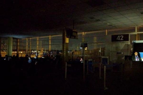 انقطاع في التيار الكهربائي يؤثر على كل مطار رونالد ريغن