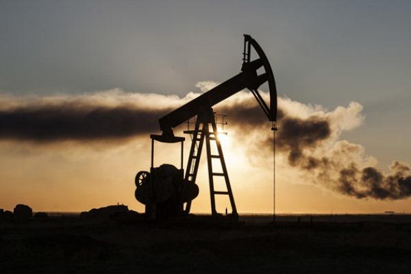 ارتفاع تكاليف الانتاج الذي راهنت شركات في صناعة النفط الصخري على لجمه ما زال في بدايته