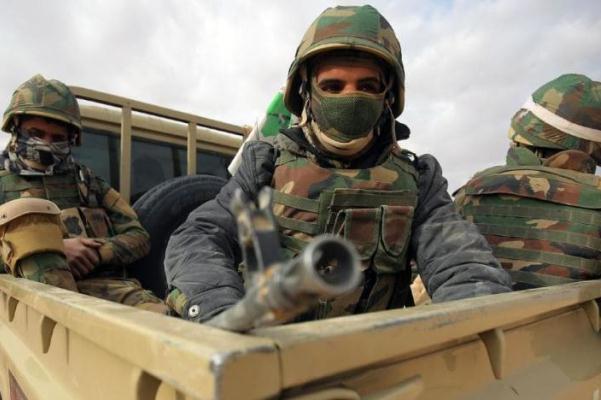 عناصر من القوات العراقية على الحدود مع سوريا
