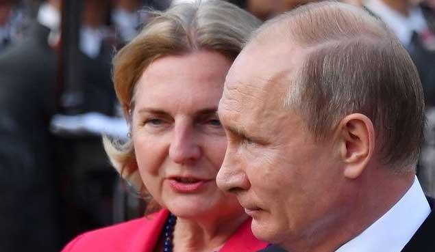 بوتين ووزيرة خارجية النمسا في لقاء سابق