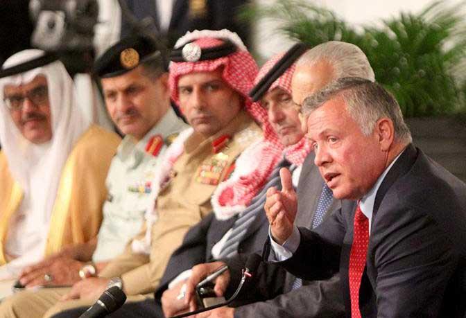 عاهل الأردن متحدثا خلال اللقاء