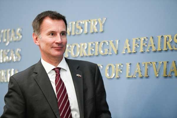 وزير الخارجية البريطاني جيريمي هانت خلال مؤتمر في ريغا بلاتفيا في 15 أغسطس 2018