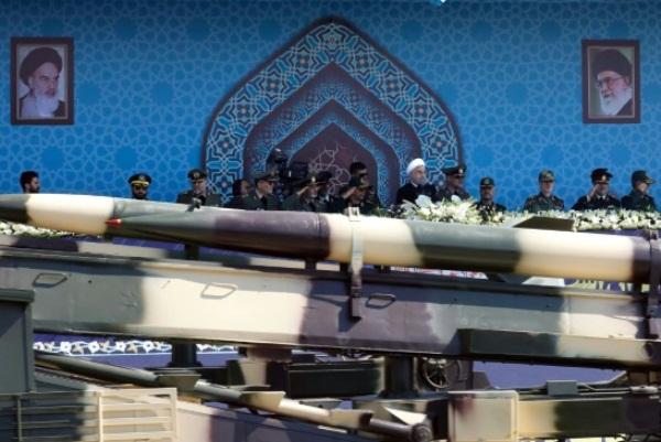 إيران تعلن أنها ستكشف عن طائرة مقاتلة جديدة محلية الصنع