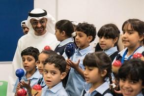 محمد بن راشد متفقدًا تلاميذ مع انطلاق العام الدراسي الجديد