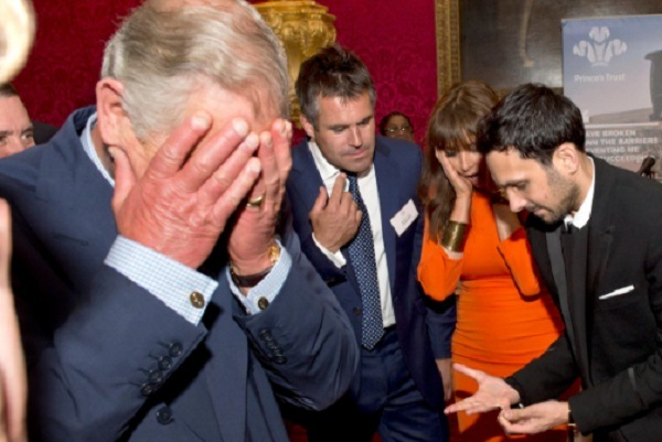 الأمير تشارلز الساحر دينامو يبدو كأنه يكسّر أصابعه