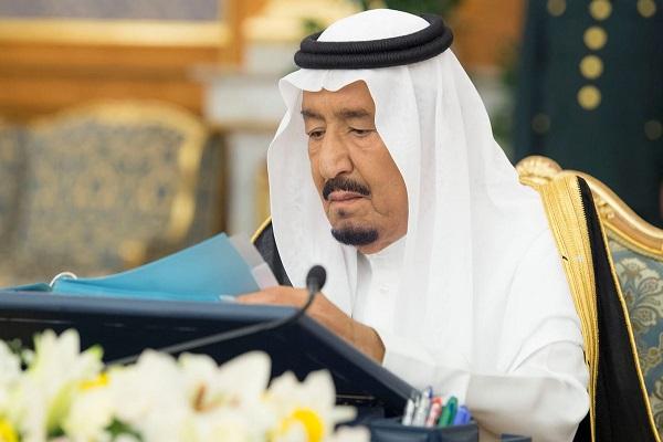 العاهل السعودي خلال ترؤسه جلسة مجلس الوزراء
