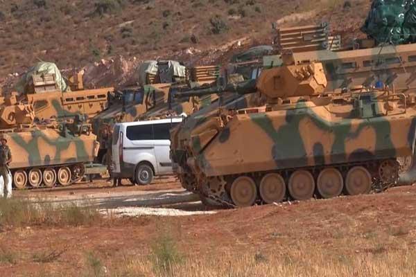 حشود عسكرية تركية ضخمة على الحدود مع إدلب