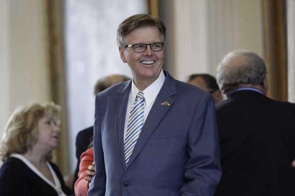 دان باتريك نائب حاكم ولاية تكساس