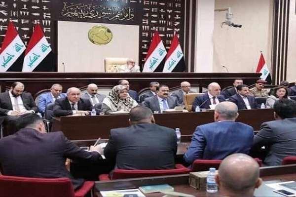 العبادي يتوسط وزراءه في جلسة البرلمان العراقي حول الاوضاع في البصرة