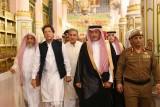 عمران خان في السعودية ساعيًا إلى
