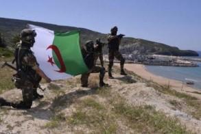 من المناورات العسكرية للجيش الجزائري .