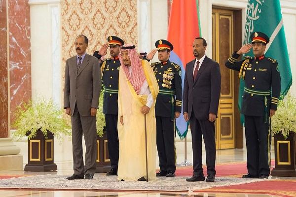 الملك سلمان بن عبد العزيز خلال استقباله الرئيس أسياس أفورقي رئيس إريتريا، ورئيس وزراء أثيوبيا آبي أحمد علي