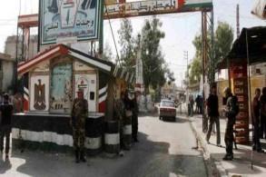 حاجز عند مدخل مخيم عين الحلوة للفلسطينيين في جنوب لبنان