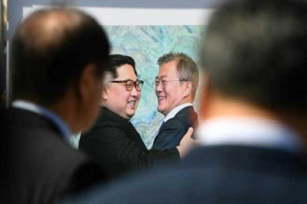 مون جاي إن وكيم جونغ أون في معرض في سيول بتاريخ 17 سبتمبر 2018 لدعم القمة بين الكوريتين