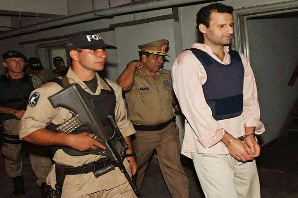 إحضار اللبناني أسعد أحمد بركات إلى قصر العدل في أسنسيون في 2003
