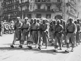 ماكرون يرفّع نحو عشرين حركيا جزائريا الى رتبة جوقة الشرف