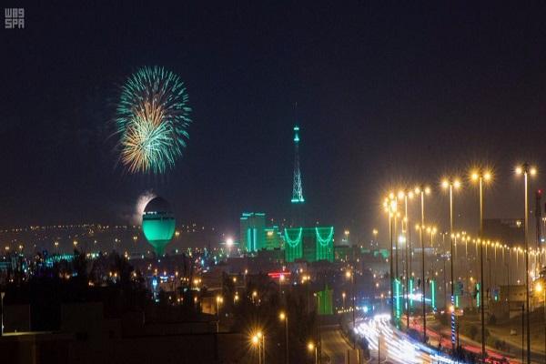 الألعاب النارية تزين سماء السعودية