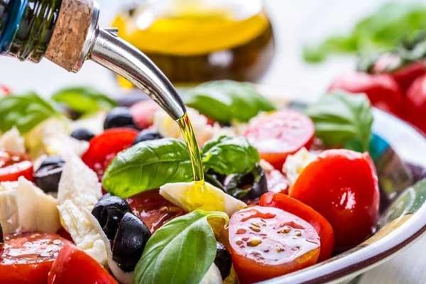 حمية البحر المتوسط تعتمد على زيت الزيتون والخضروات والفواكه والأسماك