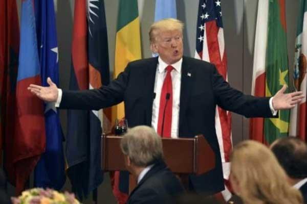 ترمب يتحدث خلال غداء عمل أقامه الأمين العام للأمم المتحدة أنطونيو غوتيريش في نيويورك بتاريخ 25 سبتمبر 2018