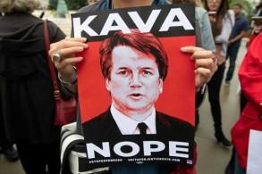متظاهرون ضد تعيين القاضي بريت كافانو في المحكمة العليا للولايات المتحدة في واشنطن بتاريخ 24 سبتمبر 2018