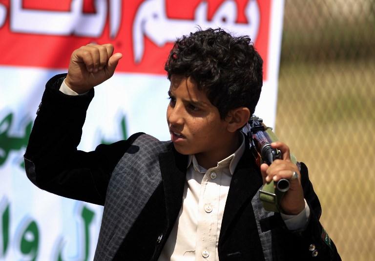 طفل جنّده الحوثيون في صنعاء