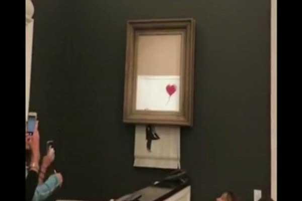 أثناء تعرّض اللوحة للتمزيق